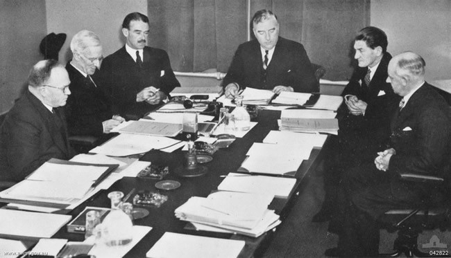 First meeting of the Australian War Cabinet, 27 September 1939. <em>Australian War Memorial 042822</em>.