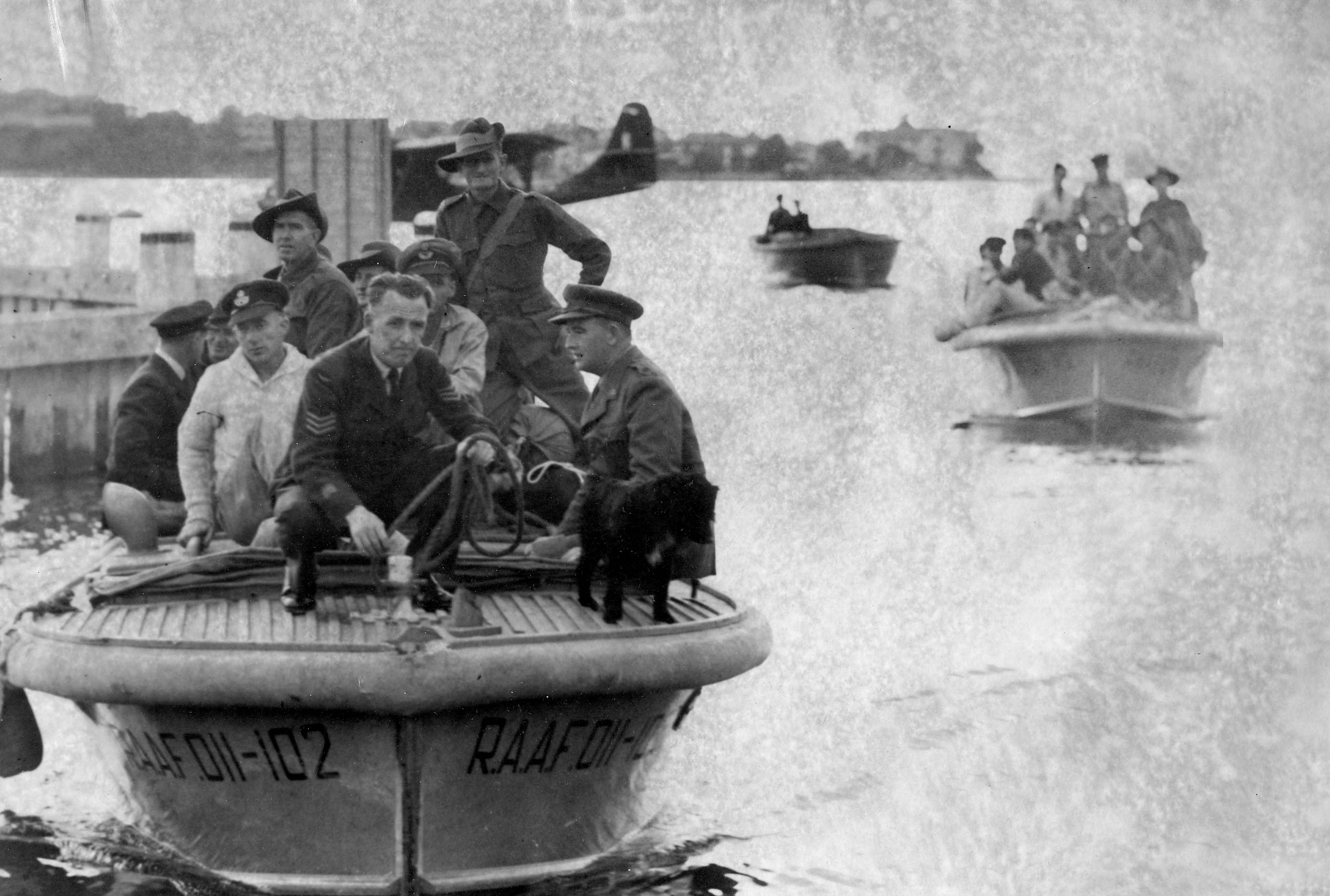 Released Eighth Division prisoners-of-war coming ashore by barge from the Catalinas at Rose Bay 16 September 1945.  State Library of Victoria SLV H98.103/4220