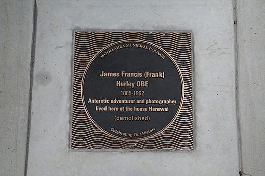 Frank_Hurley_plaque.jpg