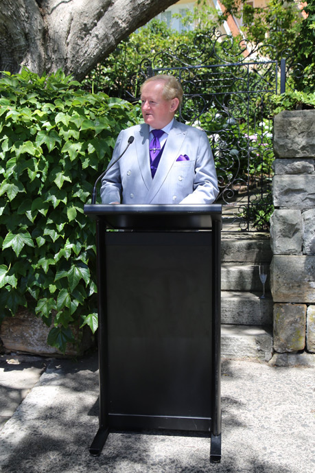Mayor of Woollahra Peter M Cavanagh speaking at the plaque unveiling