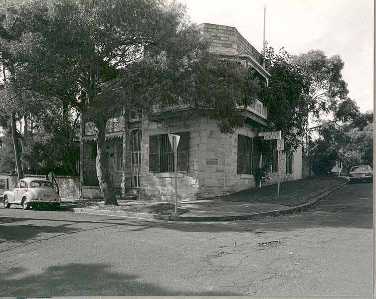 1 Small St, Woollahra, 1992. Sight of shelling by Japanese submarine on 8 June 1942. <em>Woollahra Libraries Digital Archive pf002870</em>.
