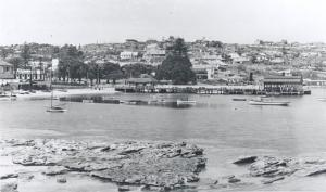 Postcard view of Watsons Bay showing the Ozone Café at left, early 20<sup>th</sup> century.