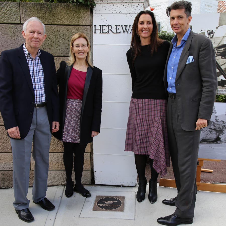 Plaque unveiling 2019 - James Francis (Frank) Hurley - Kevin Mooy, The Hon. Gabrielle Upton MP, Mayor Cllr Susan Wynne, Councillor Anthony Marano