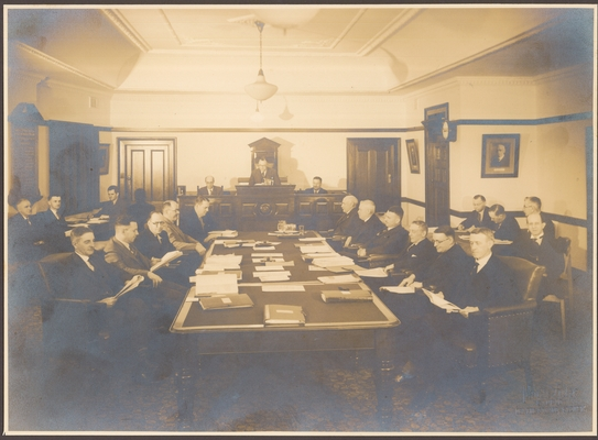 A meeting of Woollahra Council in the upstairs Chambers, 90 Ocean Street, late 1930s. <em>Woollahra Libraries Digital Archive pf001471</em>.